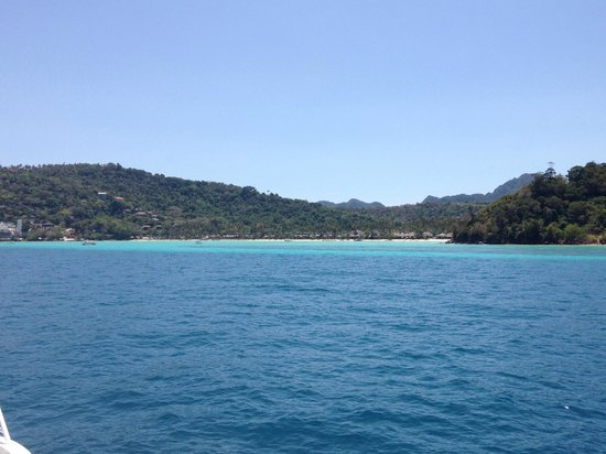 Phi Phi Island Village Beach Resort : view approaching phi phi beach