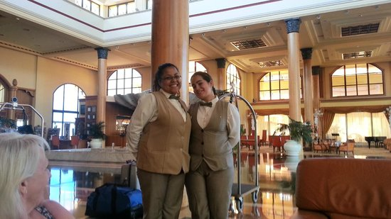 Iberostar Grand Hotel Salome: Butler service with a smile.
