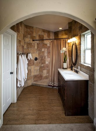 Merlot suite bathroom picture of wilson creek manor for Above and beyond salon temecula ca
