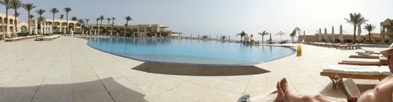 Cleopatra Luxury Resort Sharm El Sheikh : infinity pool and sea food restourant