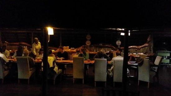 Chitabe Camp: dinner table