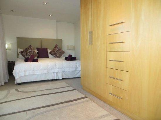 Ten on Joubert: Apartment Bedroom
