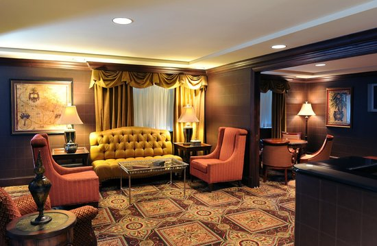 The Towers at the Kahler Grand Hotel: Private Concierge Lounge