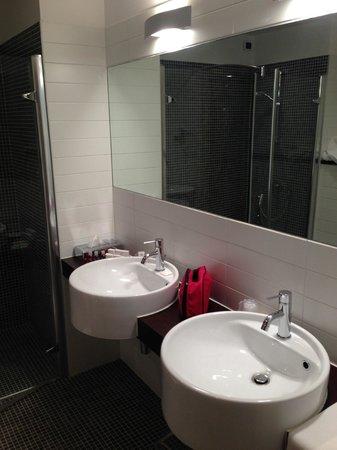 Schio Hotel: Doppio lavabo
