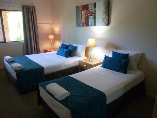 Central Plaza Apartments : Dormitório com duas camas de casal