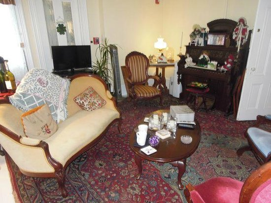 Twin Gables : The Common Lounge and dining and afternoon tea room