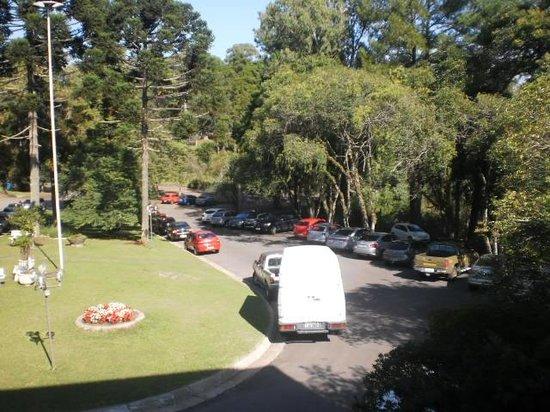 Samuara Hotel : estacionamento frente ao hotel