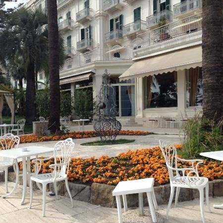 Royal Hotel Sanremo : oudoor patio overlooking the sea