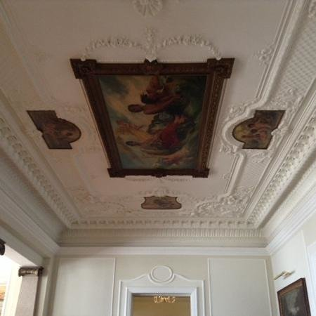 Royal Hotel Sanremo : fresco on the ceiling in the lobby
