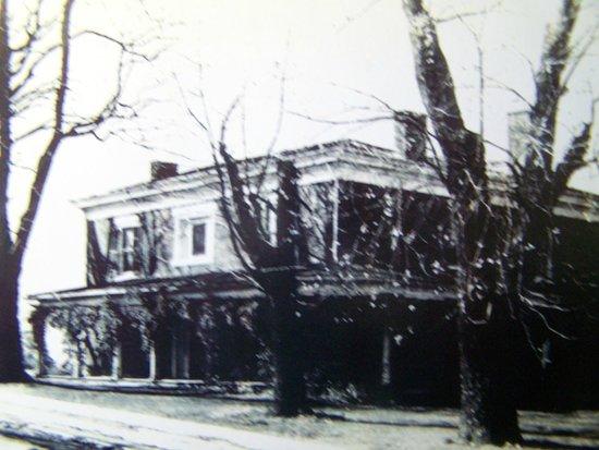 Hunter's Raid Civil War Trail : Image of historic Anchorage House, home to Civil War Era Commodore Whittle.