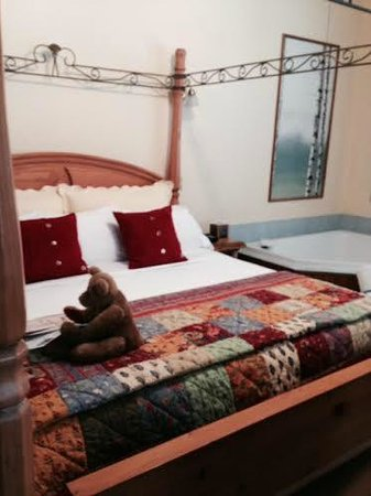 Lamplight Inn Bed and Breakfast: Birch Room