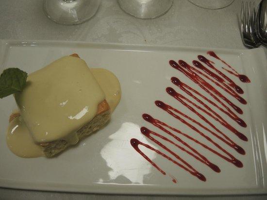 Anocheza : Dessert - Biskuit getränkt mit dreierlei Milchsorten auf einer Maracuja-Creme
