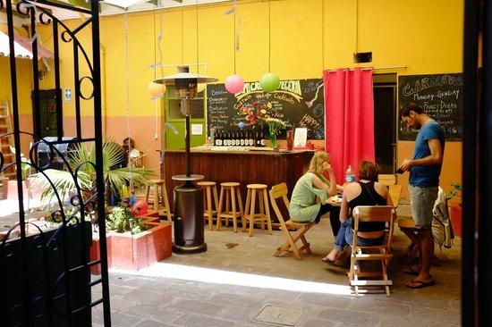 Dragonfly Hostels Cusco: bar