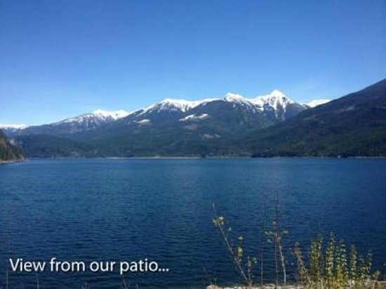 Kaslo Hotel Pub & Restaurant : Drink a beer and enjoy the view!