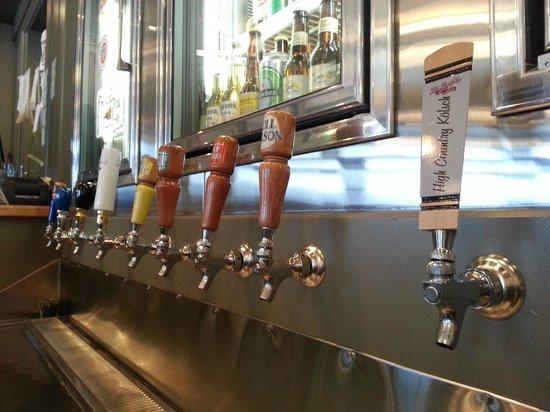 Kaslo Hotel Pub & Restaurant: So many choices...