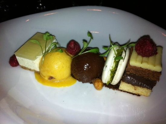 Homewood Park Hotel & Spa: Assiette of puddings good value at £10.00