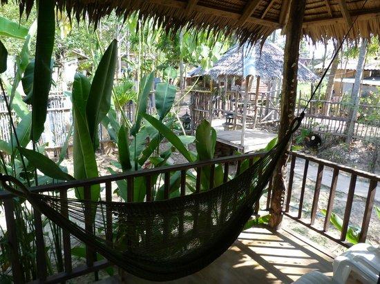 Mook Lanta Resort: Balcon avec hamac