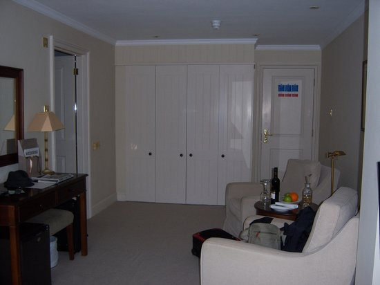 Fermain Valley Hotel : Other part of our room 16