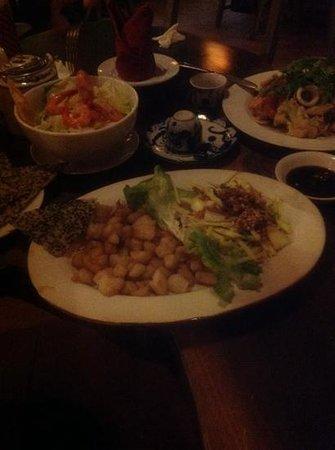 Forest Restaurant: салат из рыбы-кошки и другое))