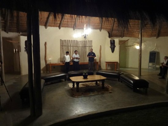 Chrislin African Lodge: Dinner crew