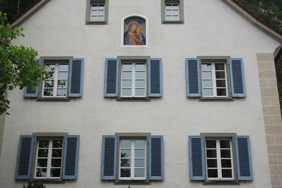 Liechtenstein Center: facciata casa