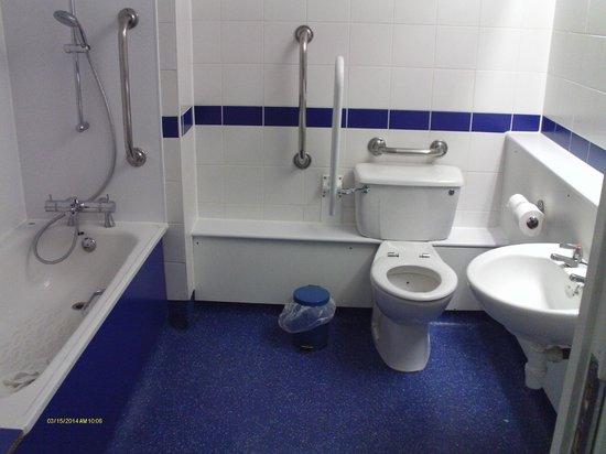 Travelodge Portsmouth: Dissabled bathroom