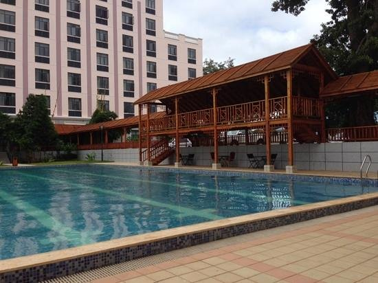 Golden Peacock Hotel : the hotel pool and covered walkway