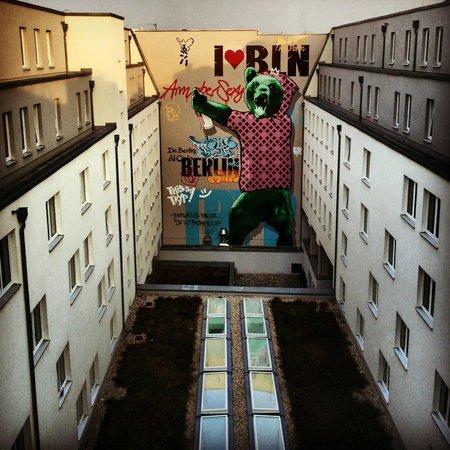 Tryp Berlin Mitte Hotel: Vista da área interna do hotel