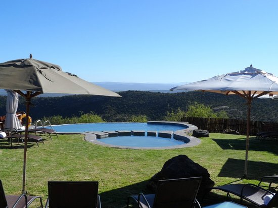 Kuzuko Lodge: Pool with a view