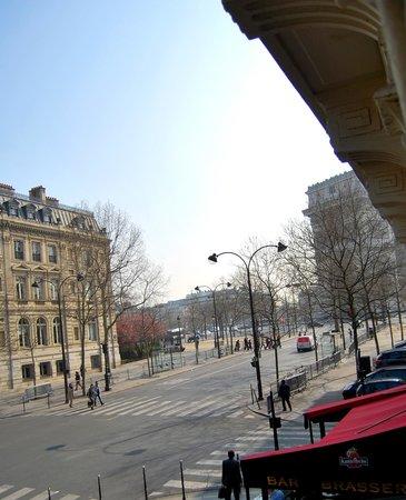 Maison Albar Hotel Paris Champs-Elysées : The view from the room