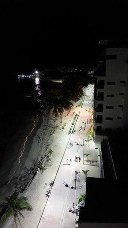 Hotel Calypso: Vista nocturna desde el bar.