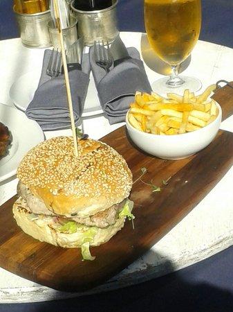 The Bungalow : бургер с тунцом