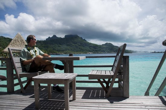 InterContinental Bora Bora Le Moana Resort: Deck of over water bungalow
