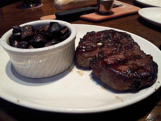 Harry's Hamburg : 16 oz Ribeye with roasted mushrooms