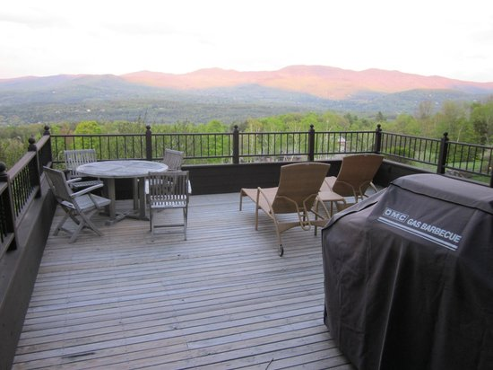 Trapp Family Lodge: Deck with table, chairs, and grill (and amazing view)