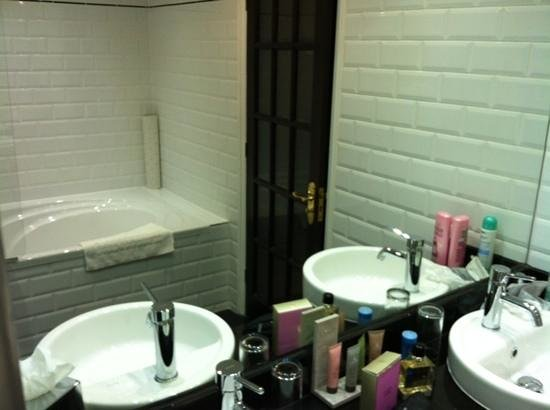 Ramside Hall Hotel, Golf & Spa: Bathroom