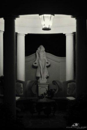 Sandals Regency La Toc: Statue at the spa