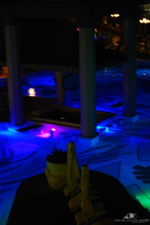 Sandals Regency La Toc: Main Pool/Pool Bar