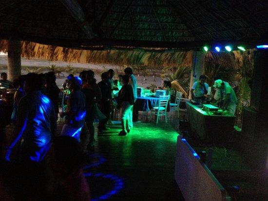 Villa Veleros: Fiesta en el bar 4x4