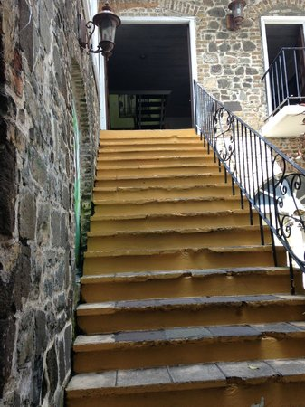 The Cobblestone Inn: Stairs to Reception