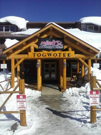 Togwotee Mountain Lodge: Pink Ribbon riders Banner over lodge entrance.