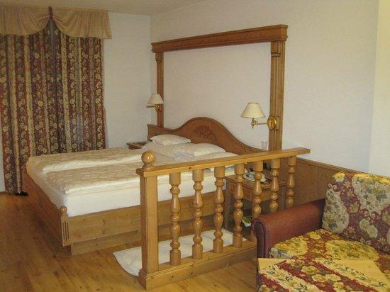 Hotel Flora : Nice size bedroom