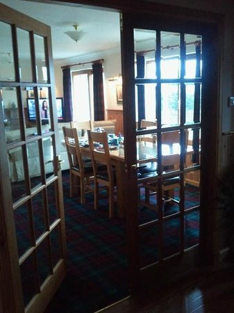 Binnilidh Mhor: View into the lounge