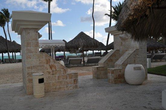 Paradisus Punta Cana Resort: Duchas en playa