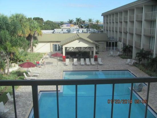 Ramada Hialeah/Miami Airport: Pool area from our 3rd floor room