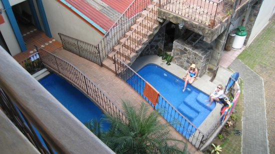 Hotel Arenal Bromelias: The pool, from our porch
