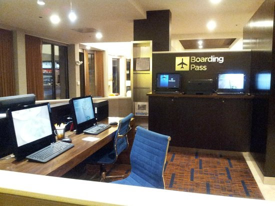 Courtyard by Marriott Nashville Airport: Business Center (not private)
