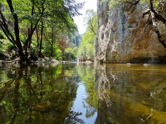 Jerma Canyon: De rivier de Jerma nabij Poganovo