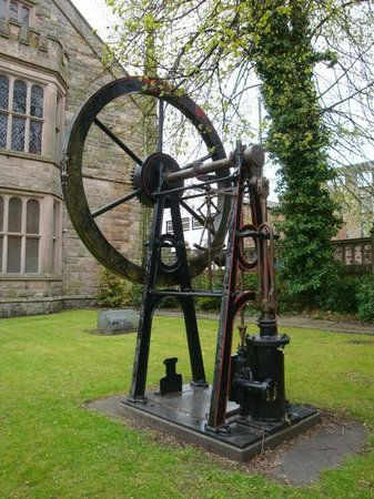McLean Museum-Single cylinder steam engine