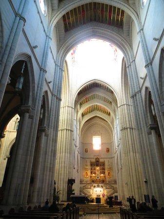 Catedral de Sta María la Real de la Almudena : Cathedral